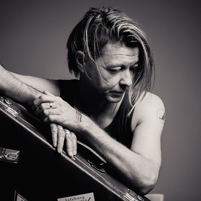 """""""Nem koncertet adunk, hanem együtt játsszuk azt a közönséggel"""" – Interjú Beck Zolival"""